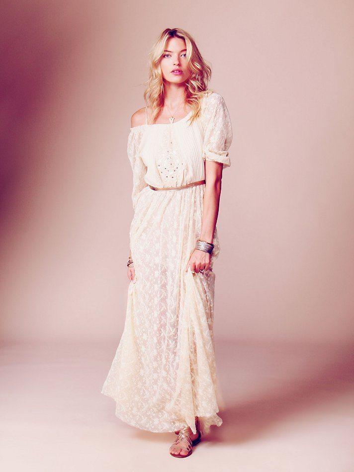 Robe de mariée longue en dentelle à petit prix -